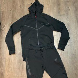 Nike tech fleece suit